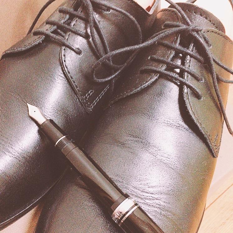 万年筆の革靴の共通点。道具としての美しさ。
