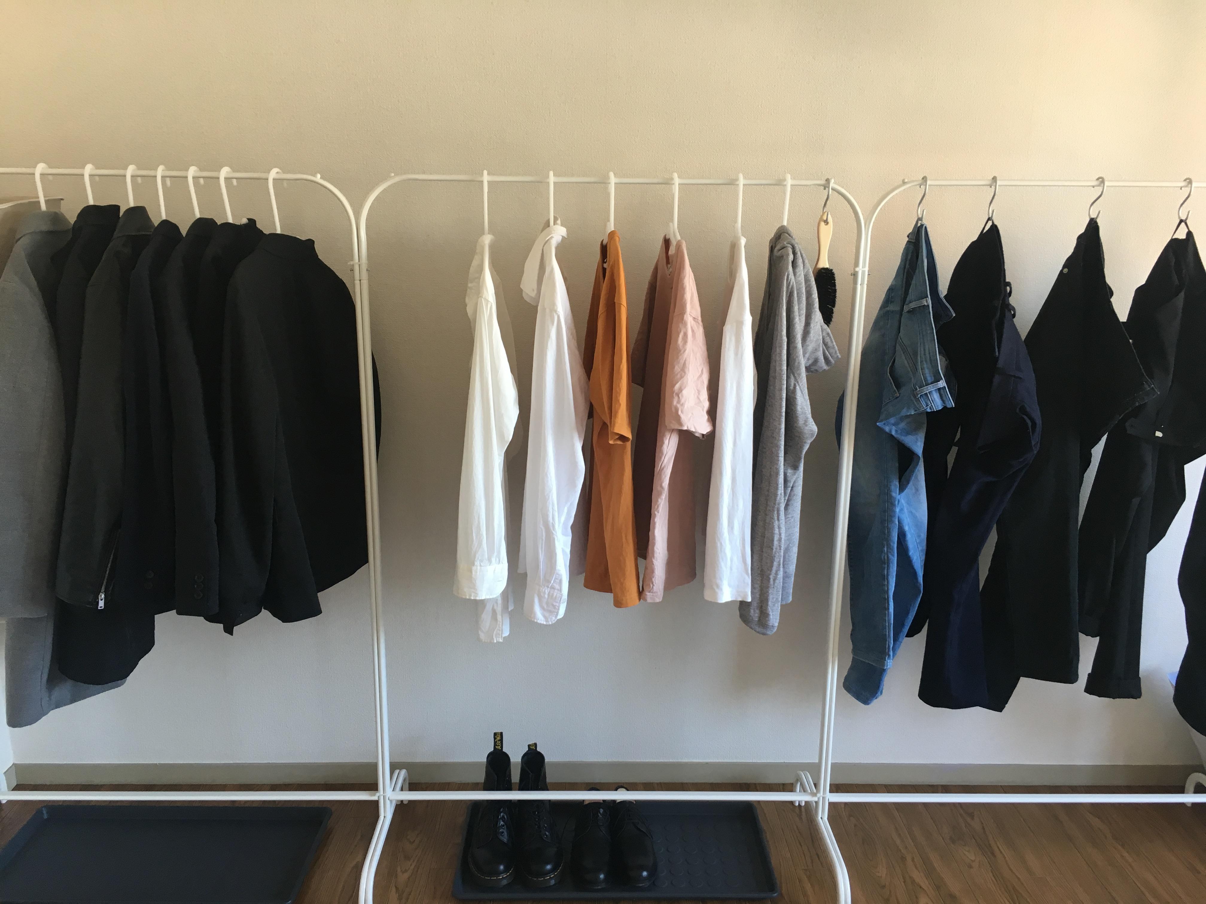 服を全てかけて収納したら便利すぎた。イケアのハンガーラックを買い込め!