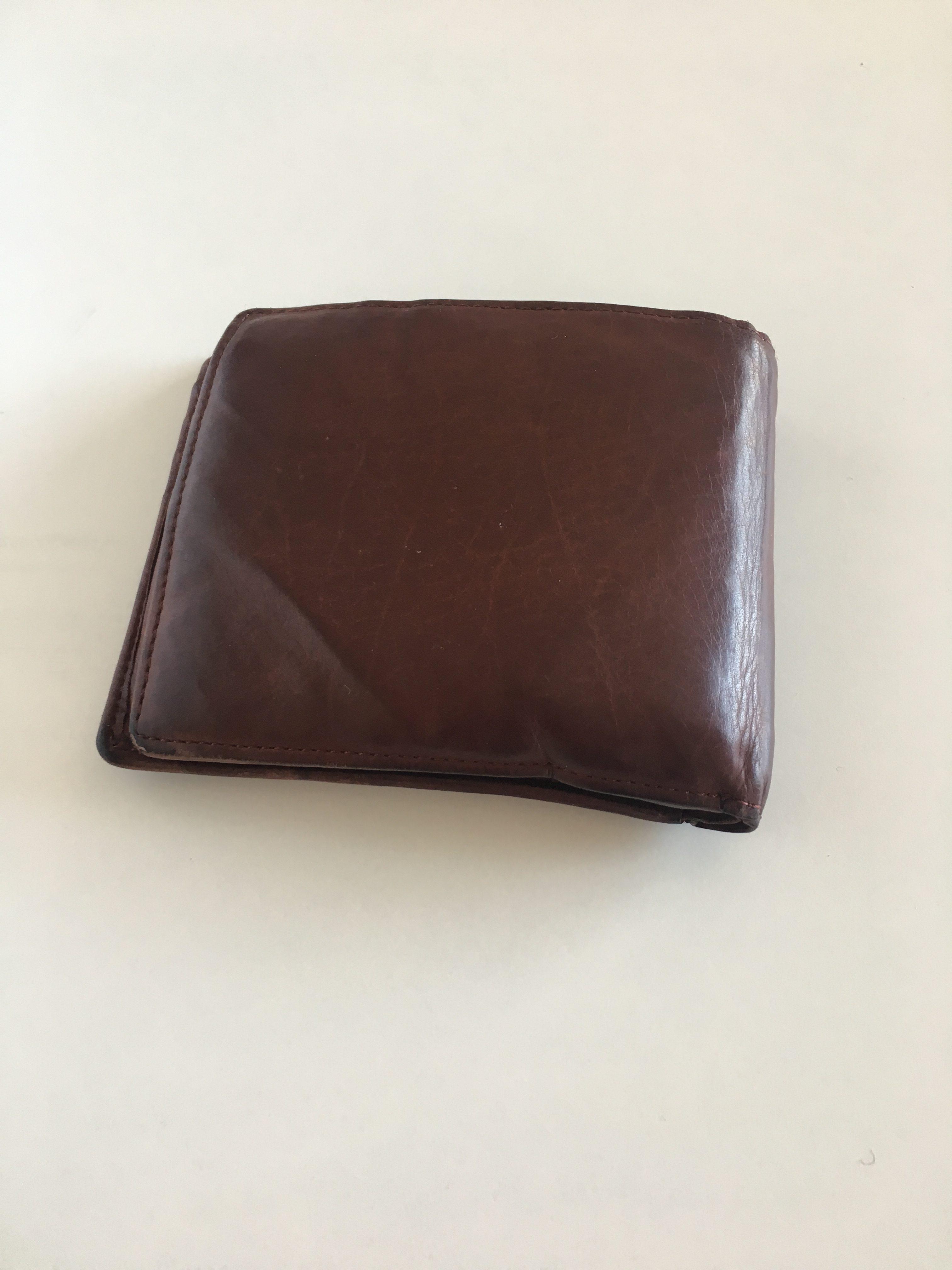 ミニマリストの財布はどうする? キプリスの二つ折り財布がシンプルでいい! イメージは高級無印良品
