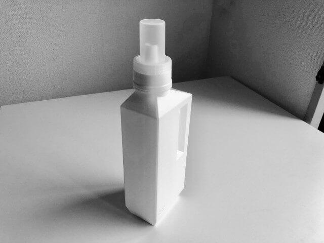 白色シンプルでおしゃれな食器用洗剤と洗濯用洗剤ケースをレビュー