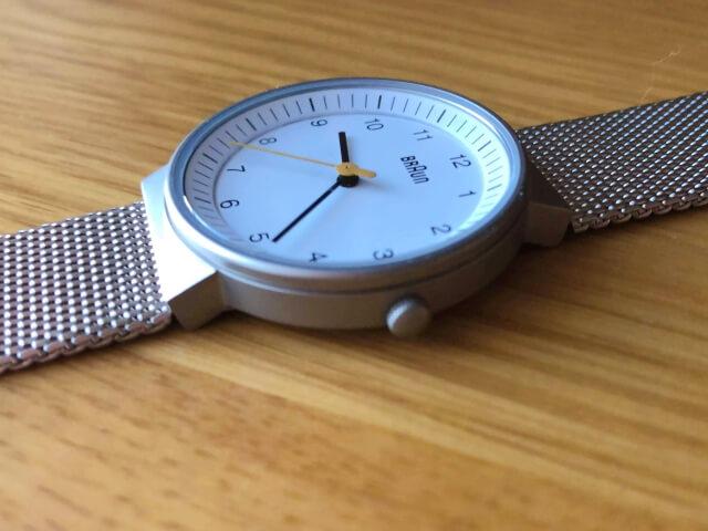 ブラウン腕時計BN0031WHSLMHLの厚みは若干厚めの7mm