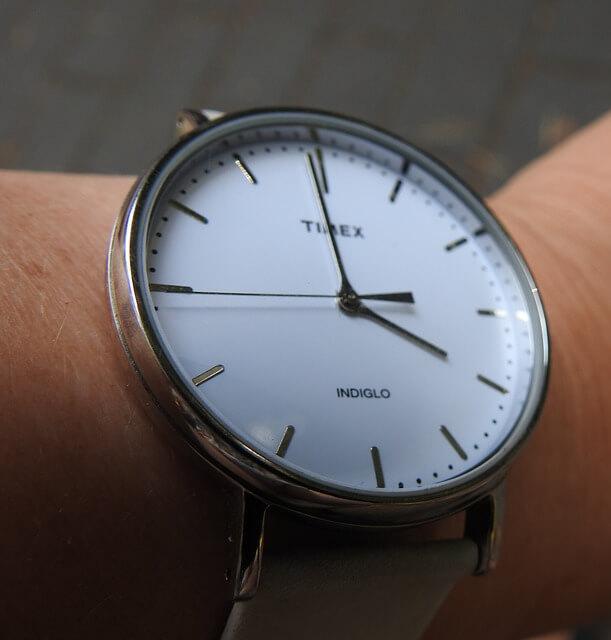ミニマリストの腕時計は文字盤が白