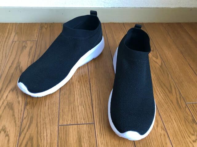 スポーツデポのニットスニーカーは靴紐もないシンプルデザイン
