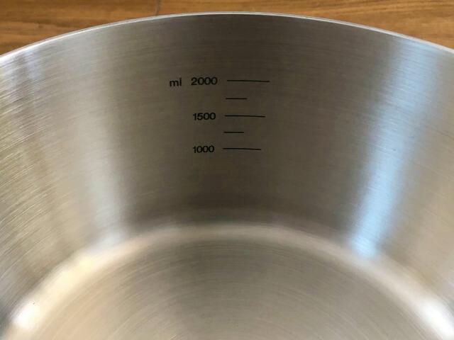 無印良品ステンレス両手鍋の目盛