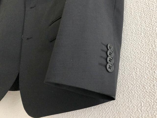 ユニクロのスーツの袖のボタンは見掛け倒し
