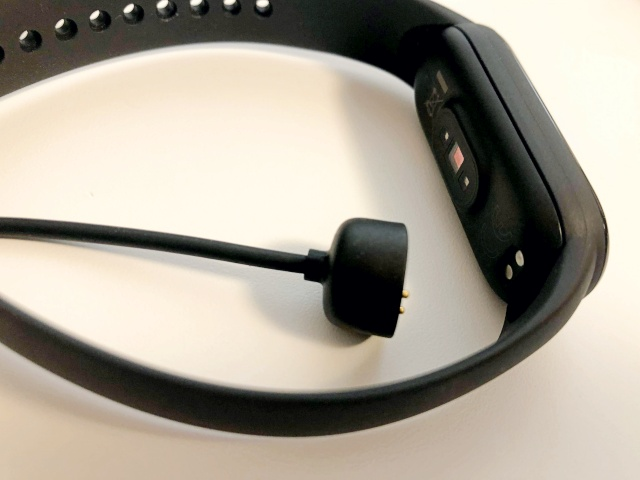 MiBand5の充電端子